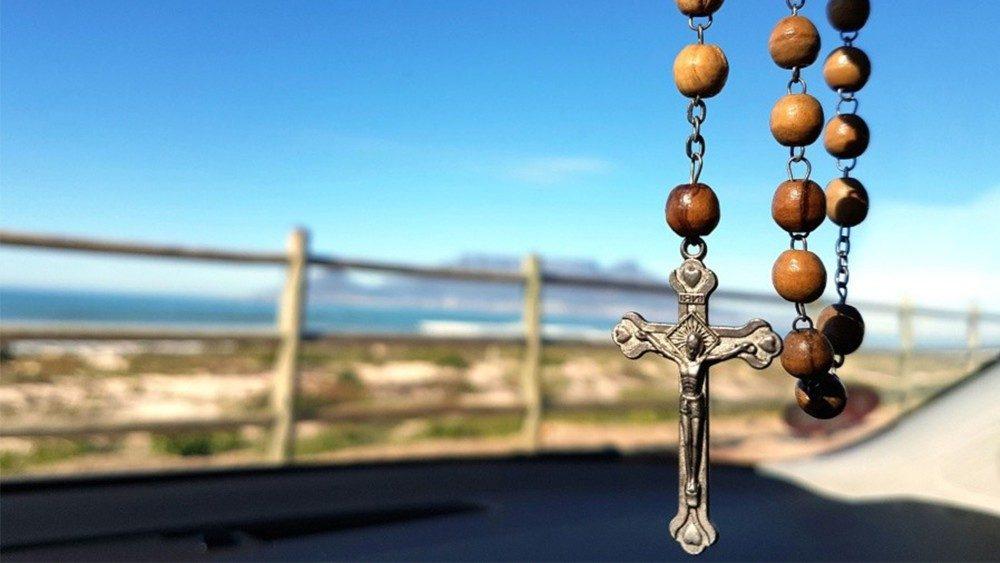 Maratón de Rosarios en santuarios marianos