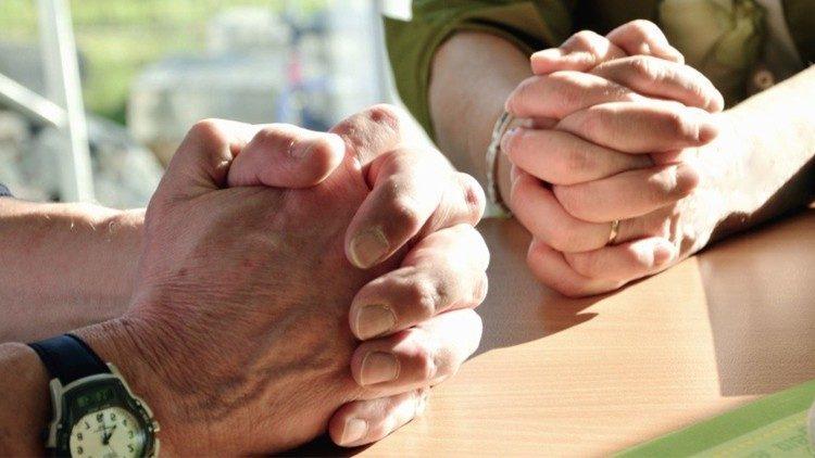 Người Công giáo Anh trong đại dịch: gần Chúa hơn, nhưng xa giáo xứ