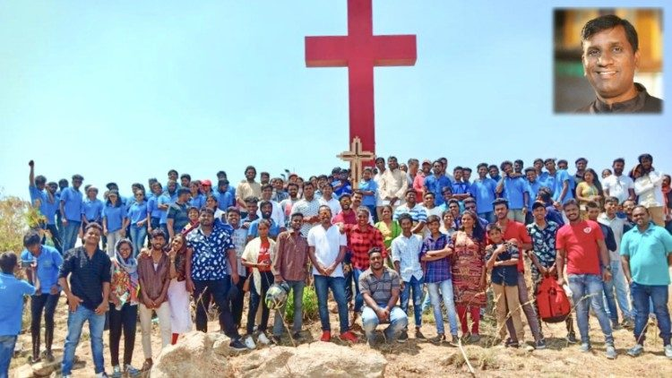 Youth of Bangalore Archdiocese.  Inset - Fr. Amarnath Dinesh Roy.