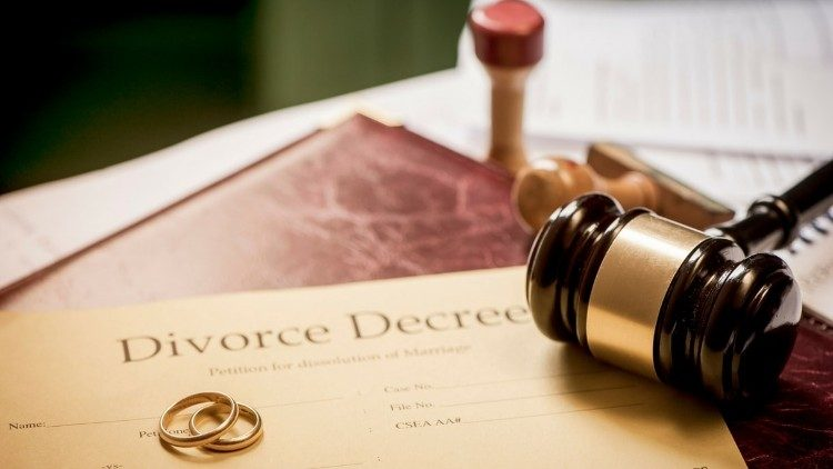 Cho phép ly hôn là chống  lại hôn nhân và gia đình