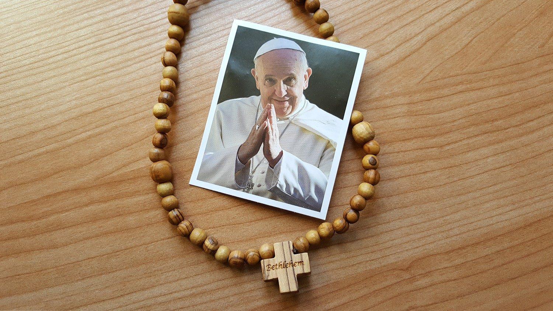 San Giorgio: il Papa dona ai giovani milanesi 6 mila rosari della Gmg