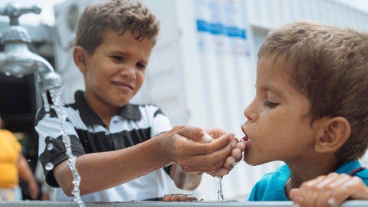 archivo UNICEF ayuda a niños de Venezuela a llegar a Cucuta en Colombia para darles asitencia