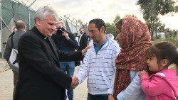 Papa dona 100 mila euro a Caritas Hellas per sostegno migranti