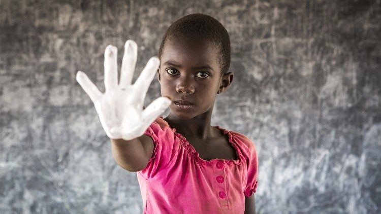 Save the Children: niña de Uganda