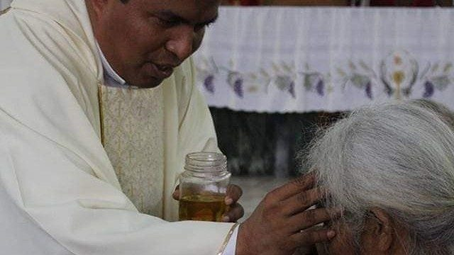 Catholic priest slain by criminal gang in El Salvador - Vatican News