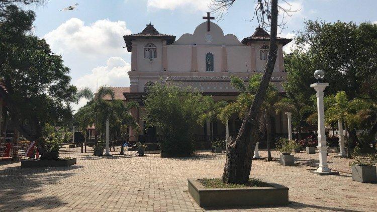 Sri Lanka's damaged St Sebastian's Church re-consecrated - Vatican News