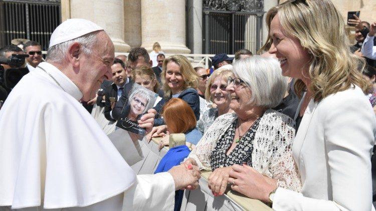 Елізе Ліндквіст під час зустрічі з Папою Франциском