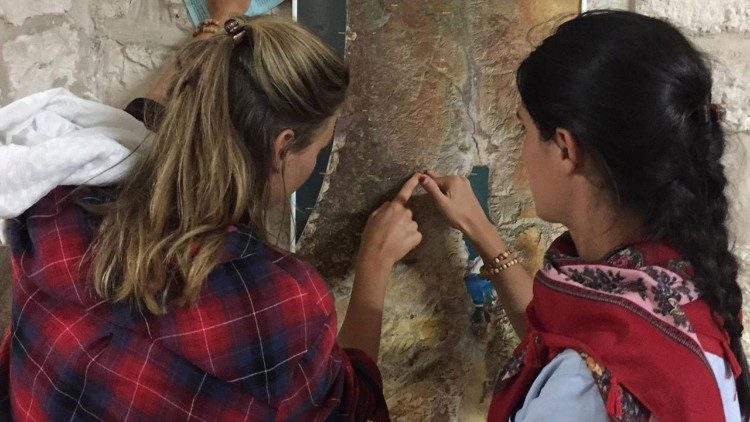 Guillemette and Camille, pointing out Jerusalem on a map, after arriving in the Holy City