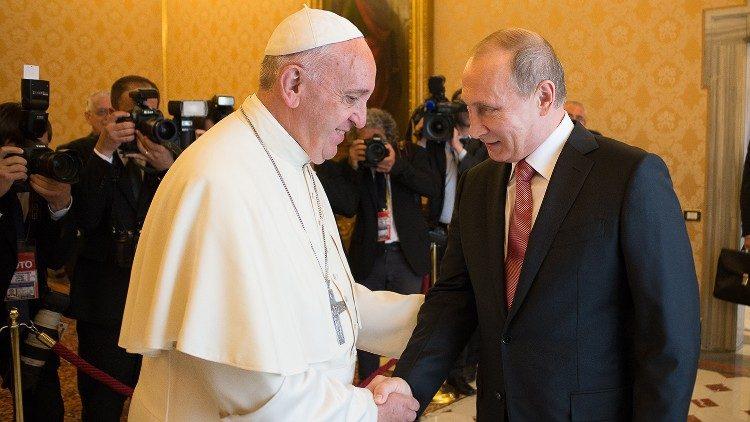 Papa Francisco, recibe en audiencia al presidente ruso, Vladimir Putin + (video)
