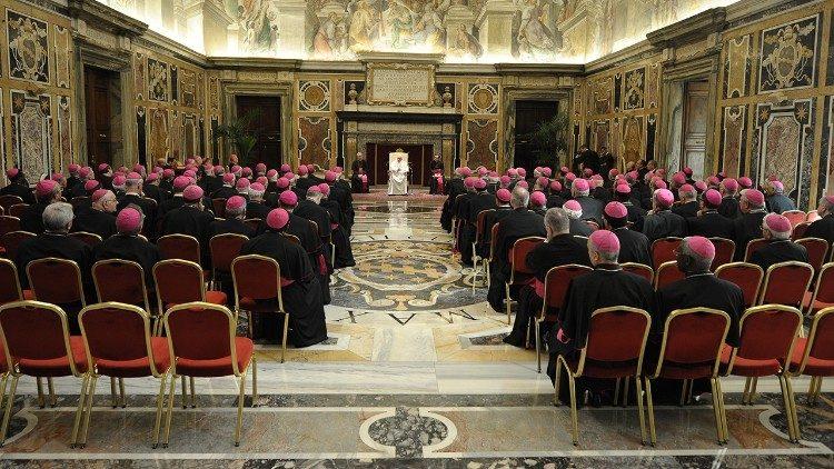 ĐTC gặp các Đại Diện Ngoại Giao Tòa Thánh năm 2013