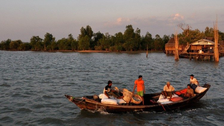 Locals ply Myanmar's Irrawaddy River