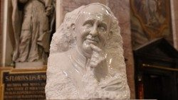 Pope Francis in white marble by Slovanian sculptor Mik Simcic.