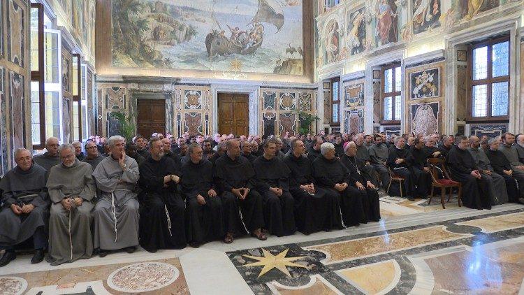 Папа принял на аудиенции францисканцев-конвентуалов