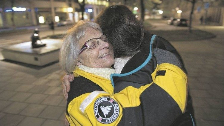 Elise Lindqvist hugs a prostituted woman in Stockholm