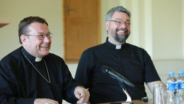 Đức tổng giám mục Paolo Pezzi của Mátxcơva  trong Hội nghị mục vụ tại Vilnius