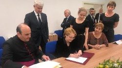 Father Paolo Borgia and the Russian Minister of Health sign the Memorandum