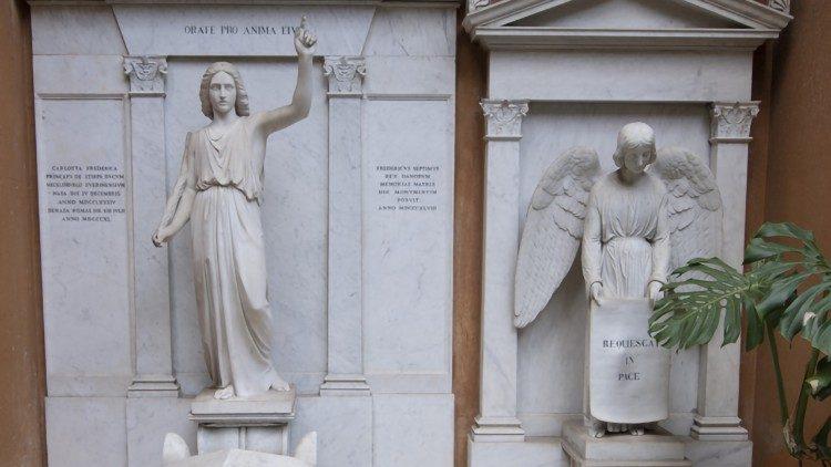 2019.07.11 Apertura tombe Cimitero Teutonico, Città del Vaticano