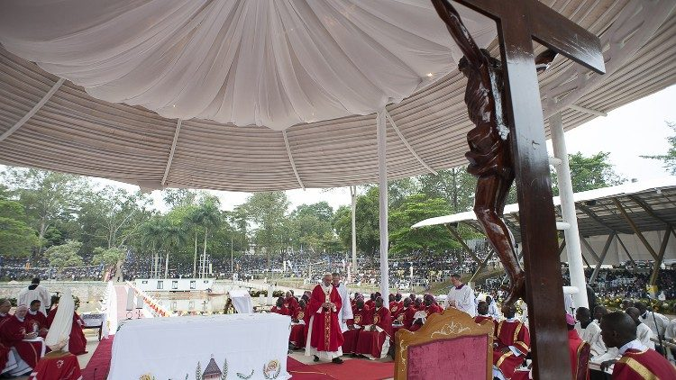 Misa del Papa el Santuario de Namugongo (28/11/2015)