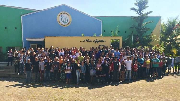 "The children, families and volunteers of the ""Casa do menor"""
