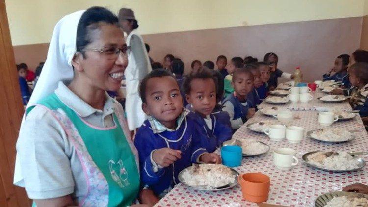Escuela católica en Madagascar
