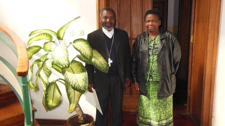 Olinda và Đức Tổng Giám mục  Francisco Chimoio của Maputo