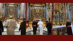 Pope Francis prays before the icon of Maria Salus Populi Romani
