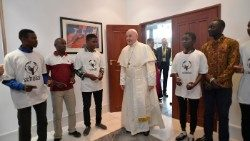 Pope Francis meets with Scholas Occurentes students in Maputo