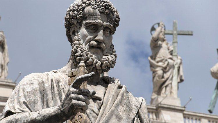Statue de saint Pierre, place Saint-Pierre, Rome