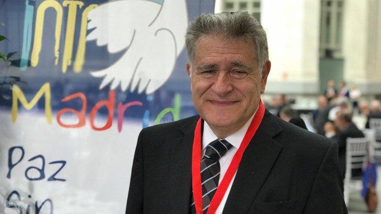 Abraham Skorka es rabino de la comunidad judía Benei Tikva de Buenos Aires, Argentina.