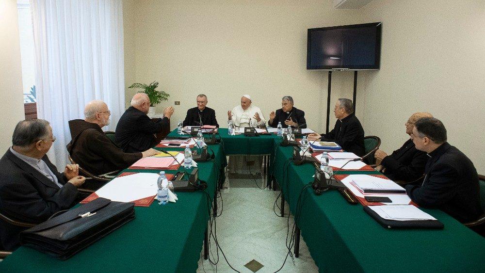 Papa al Consiglio dei Cardianli 1.jpg