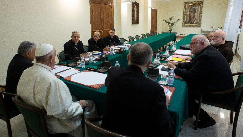 Papa al Consiglio dei Cardinali 3.jpg