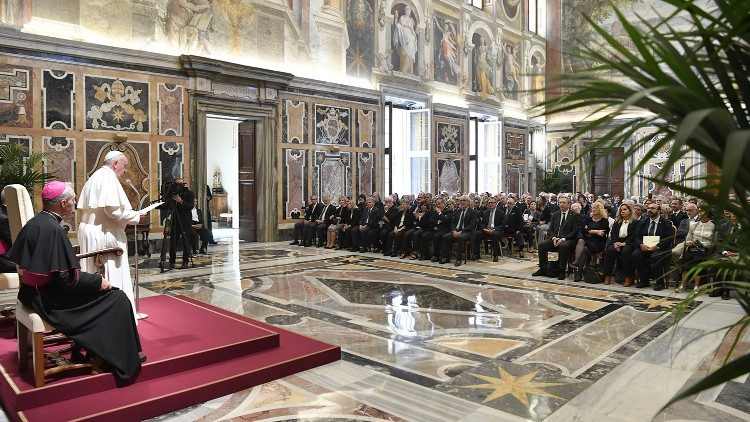 Pope to doctors: reject temptation to assist and support suicide and euthanasia - Vatican News