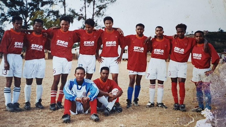 Nihasina Rakotoarimanana's team, second from right
