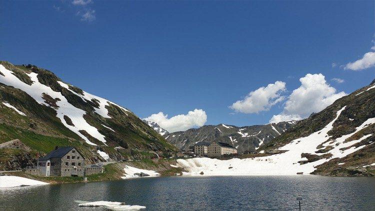 Перевал Великий Сен-Бернар на кордоні між Італією та Швейцарією