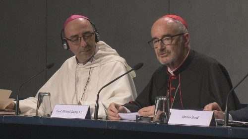 Synod press briefing