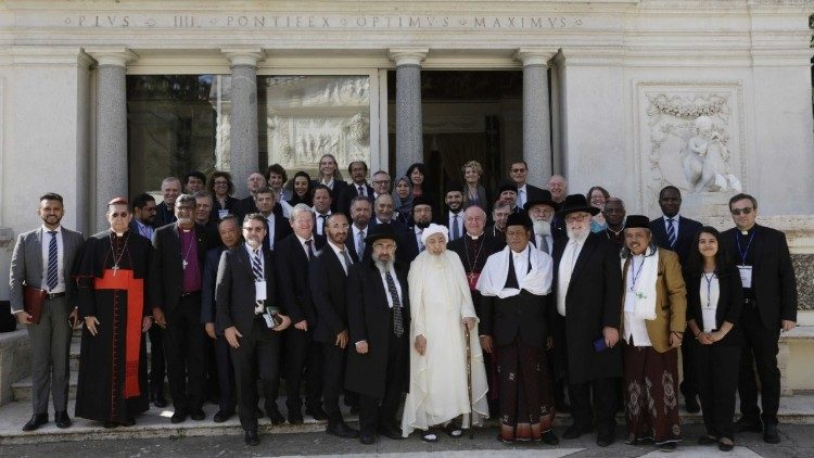 Representatives of Abrahamic monotheistic religions who signed the declaration on end-of-life issues.