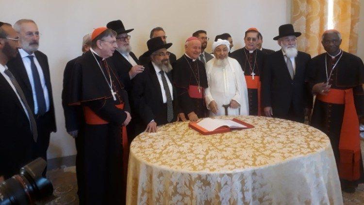 2019.10.28 Ceremonia firma documento fine vita paglia ebrei musulmani