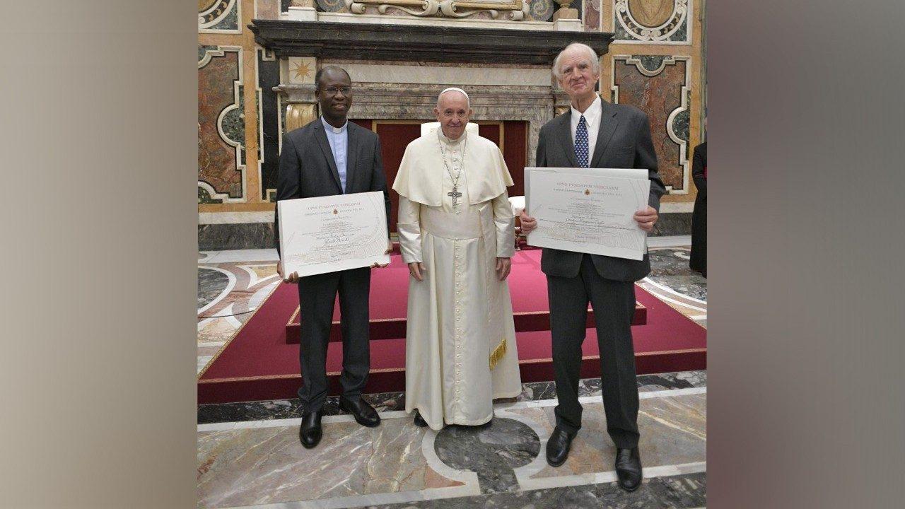 Đức Thánh Cha Phanxicô đánh giá cao và biết ơn Đức giáo hoàng Biển Đức XVI