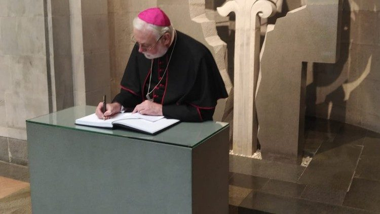 https://www.vaticannews.va/content/dam/vaticannews/multimedia/2019/11/09/Visita-Mgr-Gallagher-in-Armenia.jpg/_jcr_content/renditions/cq5dam.thumbnail.cropped.750.422.jpeg