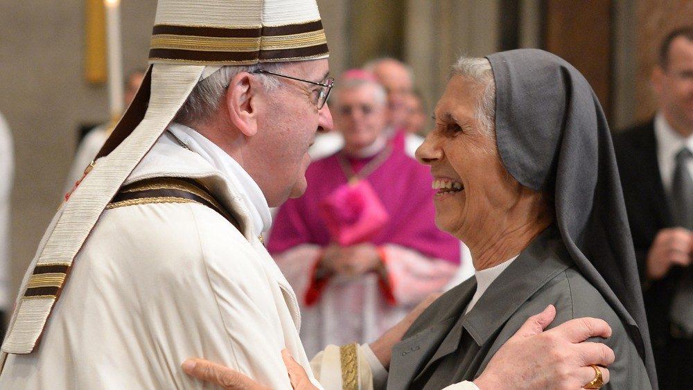 Risultati immagini per immagine del Papa in thailandia