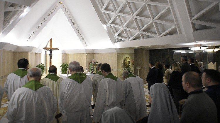 Papa Franjo na misi u Domu svete Marte