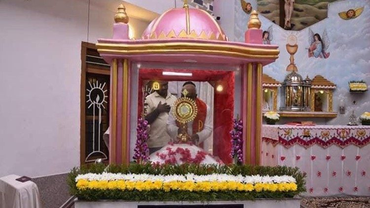 """2010.01.15 A Catholic parish in Kerala has sent its """"miracle"""" Host to Rome for further studies as part of a process to declare it as a Eucharistic miracle."""