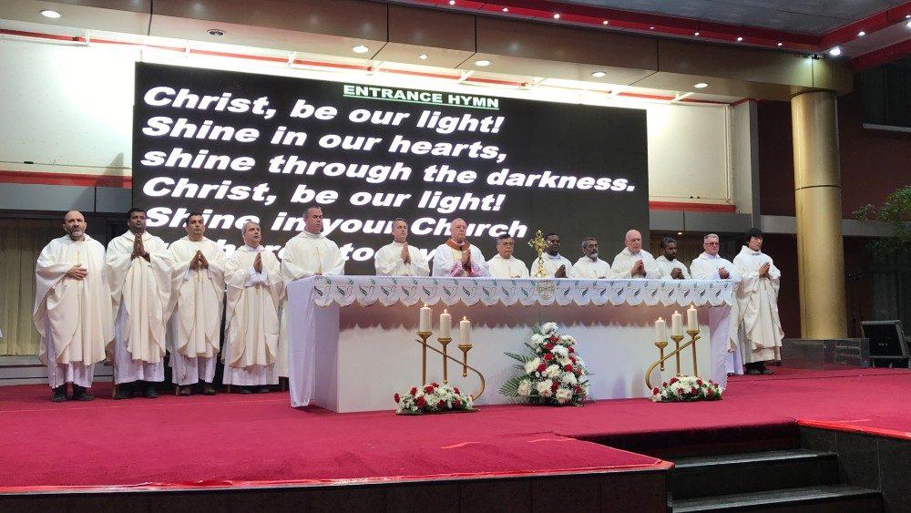 La Messa presieduta ad Abu Dhabi da monsignor Hinder