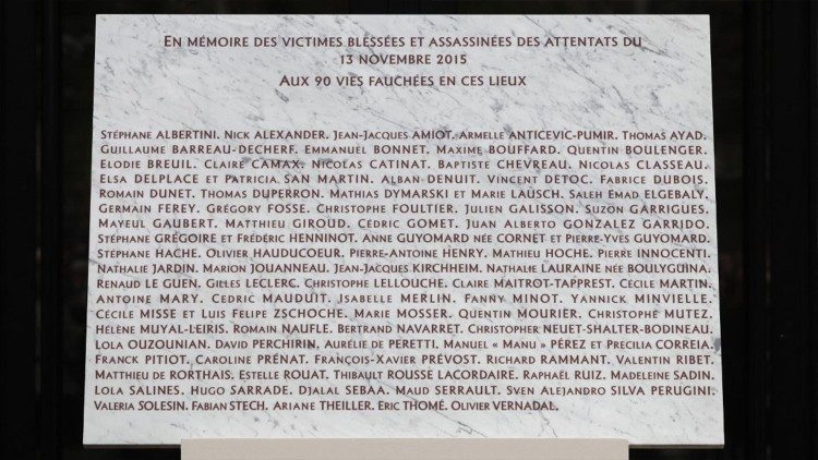 The commemorative plaque with the victims' names. On the penultimate line, on the left, the name of Lola, Georges' daughter.