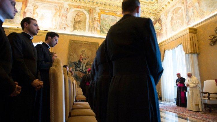 ĐTC yêu cầu các nhà ngoại giao tương lai của Tòa Thánh đi truyền giáo một năm