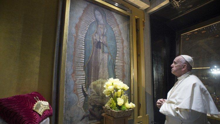 Le Pape François se recueille devant la Vierge Marie, le 11 mars 2020.