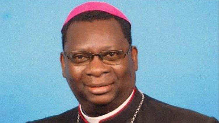 Moses Hamungole, obispo de Monze y ex jefe de la sección anglo-africana de Radio Vaticana.