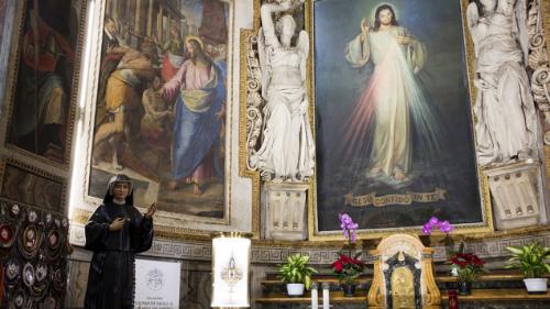 Refugiados, detentos e enfermeiros junto ao Papa na Festa da Misericórdia
