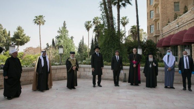 Religious leaders gather in Jerusalem to pray together