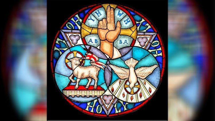 Méditation de la solennité de la Sainte Trinité : « Au Nom du Père, et du  Fils et du Saint-Esprit » - Vatican News